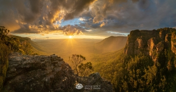 Megalong-Misty-Yellow-Sunset-Boars-1080px